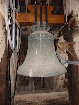 Große Glocke: 1445 gegossen, Bronze, d=1,35 m,