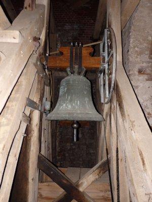 Kleine Glocke: 1859 von Eduard Zach in Stralsund umgegossen, Bronze, d=0,8 m