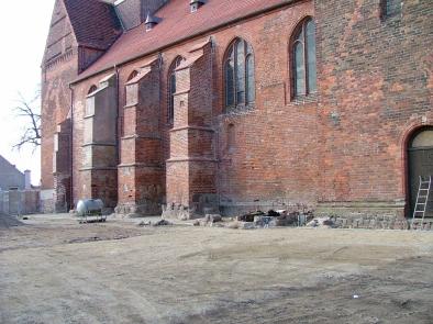 Südfassade nach Bodenabtrag