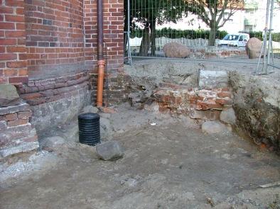Fundament der Klostermauer