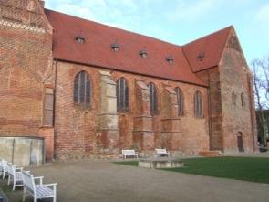 Klosterhof mit Südfassade