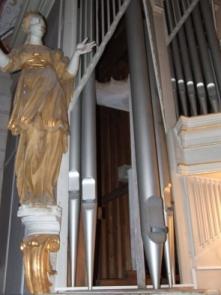Erste Pfeifen sind aus dem Orgelprospekt entfernt