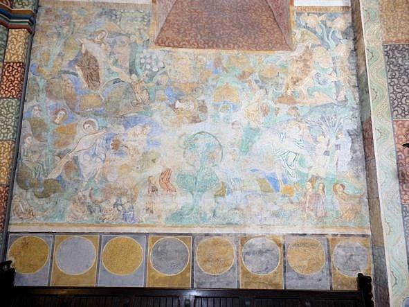 Wandfläche im Chor mit Malerei des Paradieses.